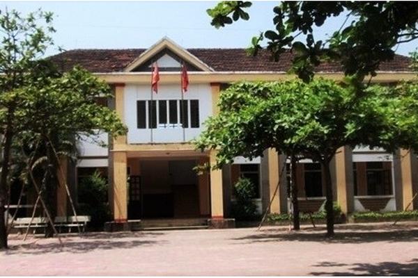 Hà Tĩnh: Nhà trường nói về nguyên do 13 em học sinh lớp 4 đang học bỗng lịm đi