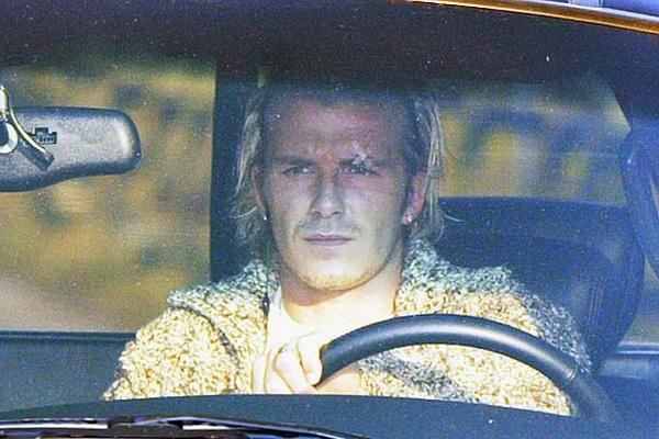 """Vén màn bí ẩn """"chiếc giày bay"""" và vết sẹo cuộc đời David Beckham"""