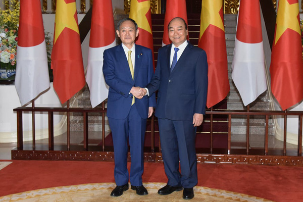 Thủ tướng Nguyễn Xuân Phúc chủ trì lễ đón Thủ tướng Nhật Bản Yoshihide Suga