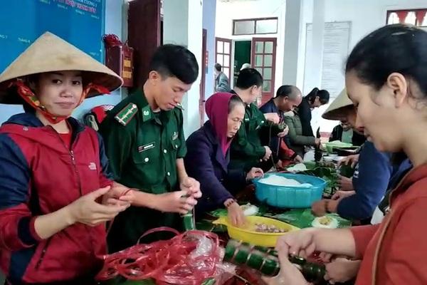 Thay vì nhận hoa, Hội Phụ nữ nhiều huyện ở Hà Tĩnh gói hàng trăm chiếc bánh chưng ủng hộ bà con bị bão lũ