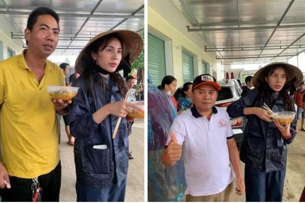 Thủy Tiên hốc hác, ăn vội bát mì trong chuyến cứu trợ vùng lũ khiến mọi người xót xa