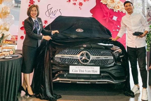 Khám phá xe sang mới tậu của hậu vệ Đoàn Văn Hậu - Mercedes GLC 300