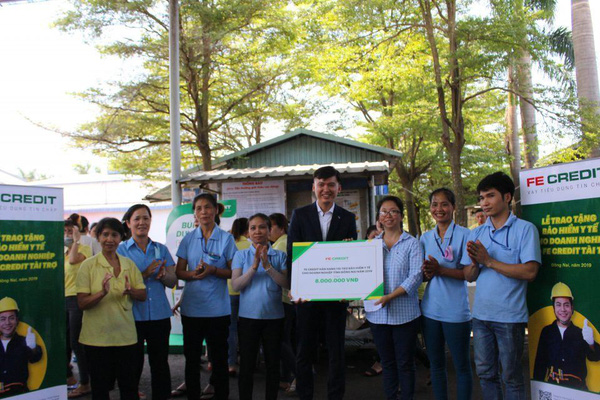 Báo NTNN/Điện tử Dân Việt tiếp nhận 300 triệu đồng ủng hộ đồng bào Quảng Trị