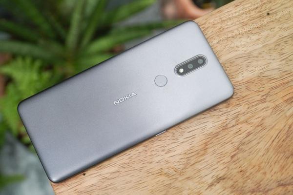 """Điện thoại Nokia """"bình dân"""" màn to mạnh mẽ nam tính, pin khoẻ"""