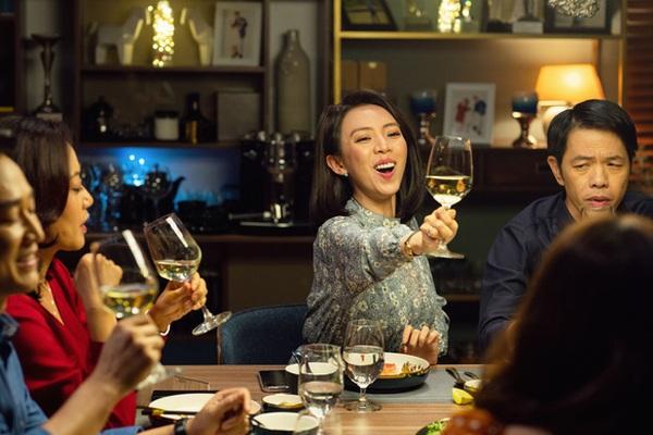 """Thu Trang, Kaity Nguyễn và Đức Thịnh được khen ngợi về diễn xuất trong """"Tiệc trăng máu"""""""