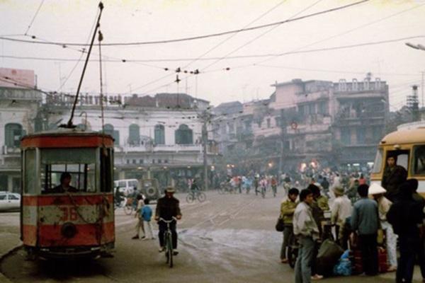 Những chiếc xe trong miền ký ức: Xe khách cuối những năm 80
