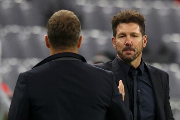 """Atletico thua """"lấm lưng trắng bụng"""", HLV Simeone trút giận ở phòng họp báo"""