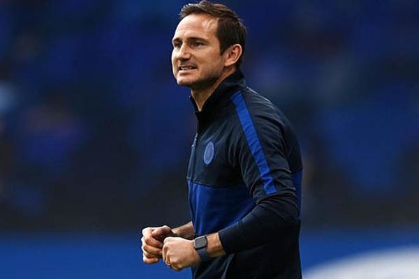 """HLV Lampard đưa thủ môn Mendy """"lên mây xanh"""" khi Chelsea thủ hòa M.U"""