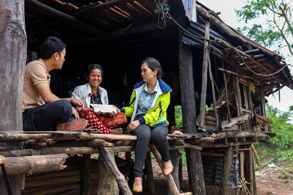 Báo NTNN đến ngôi nhà không còn là nhà để trao gạo và quà