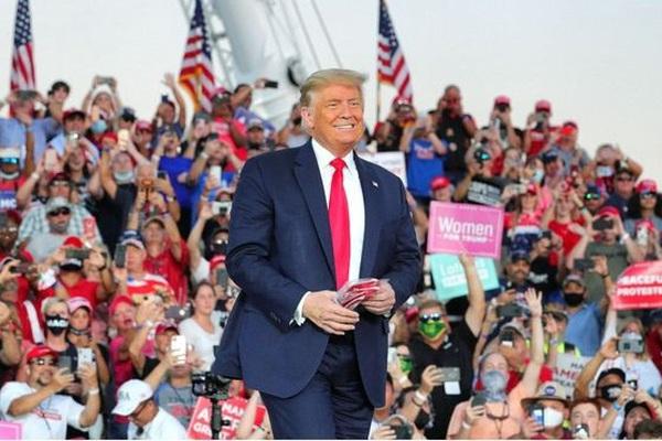 Hàng nghìn người New York chen chúc bỏ phiếu sớm, Trump bỏ phiếu cho ai?