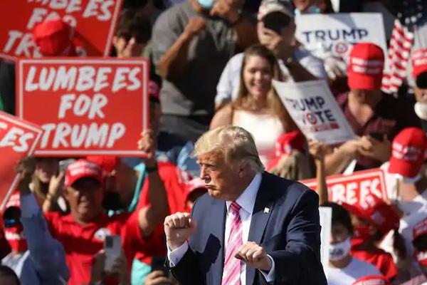Bầu cử Mỹ: Trump-Biden rượt đuổi kịch tính ở các bang chiến trường