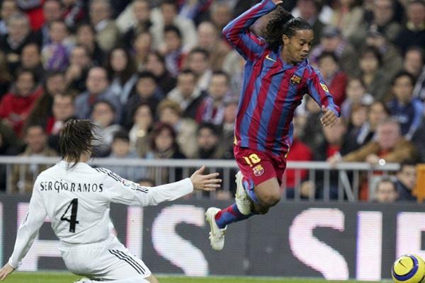 Video: Chỉ Ronaldinho mới làm được điều này ở El Clasico