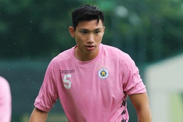 """""""Đá chung kết"""", Hà Nội FC nhận tin vui từ """"ngoại binh"""" Đoàn Văn Hậu"""
