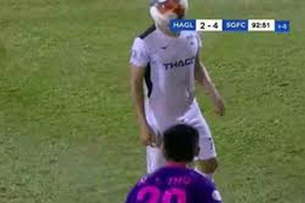 Ném bóng trúng mặt đối phương, Nguyễn Thanh Thụ nhận án phạt từ VFF