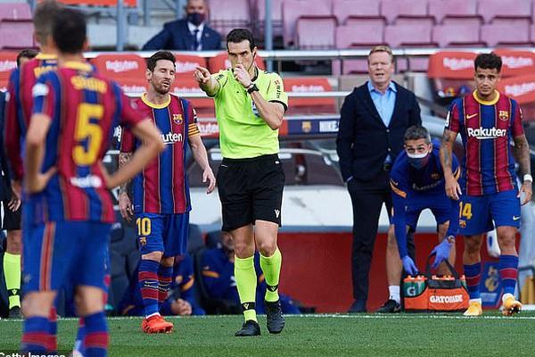 Tiết lộ sốc: Cả nhà trọng tài chính trận El Clasico là fan cuồng Real