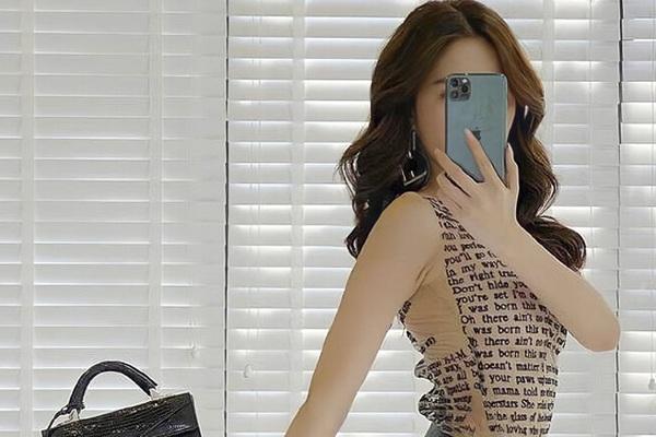 """""""Nữ hoàng nội y"""" Ngọc Trinh hay SAO Việt nào sở hữu iPhone 12 đầu tiên?"""
