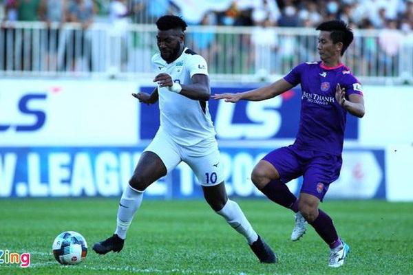 Cầu thủ Nguyễn Thanh Thụ ném bóng trúng mặt Hồng Duy là ai?