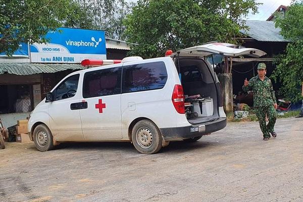 Nóng: Nhanh chóng đưa người còn sống trong vụ sạt lở ở Nam Trà My đi cấp cứu