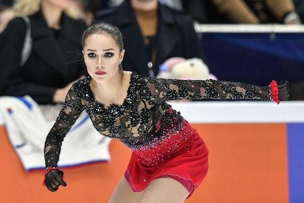 """Vẻ đẹp gây sốt của """"cô gái vàng"""" làng thể thao Nga"""