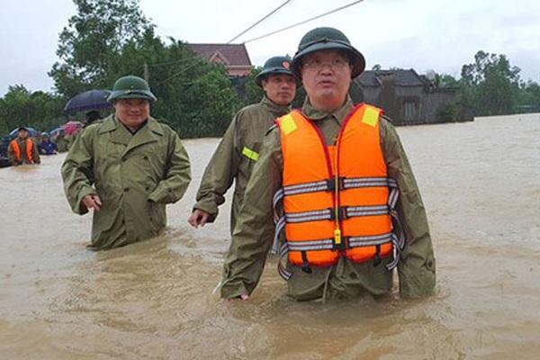 Chủ tịch UBND tỉnh Nghệ An Nguyễn Đức Trung vào tâm lũ Đô Lương, Thanh Chương