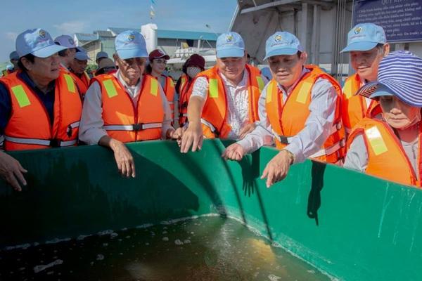 Đây là lý do tỉnh An Giang thả trên 100.000 con cá giống đặc sản xuống sông Vàm Nao
