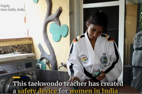 """Ấn Độ: Thiết bị định vị hình lựu đạn bảo vệ phụ nữ trước """"yêu râu xanh"""""""