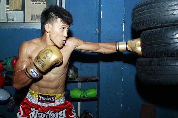"""Clip: Nguyễn Trần Duy Nhất và đồng đội """"dập"""" tơi tả các võ sĩ Thái Lan"""