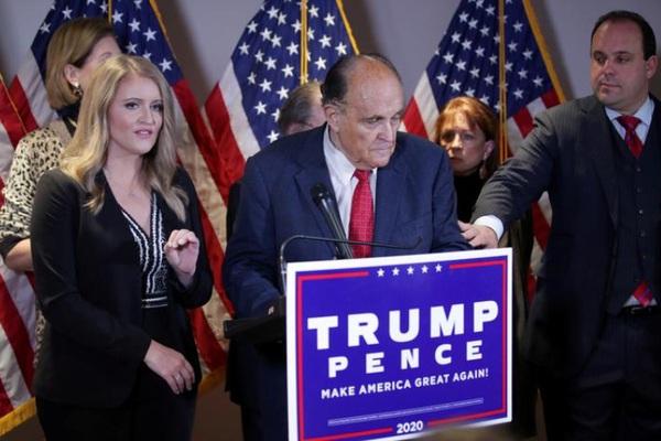 """Nhóm pháp lý của Trump tuyên bố """"nóng"""", quyết không """"buông tha"""" Biden"""