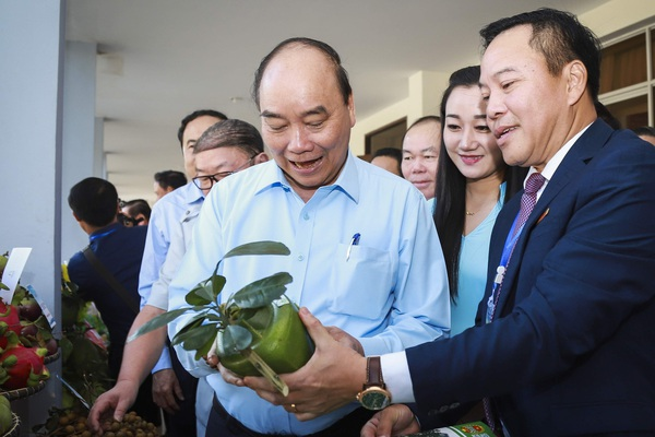 """Video: Dân Việt - 10 năm với sứ mệnh """"Sát cánh cùng nông dân Việt"""""""