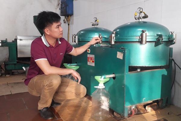 Anh nông dân tỉnh Bắc Giang suýt phá sản lại bất ngờ khá giả bởi ép lạc ra thứ dầu thơm ngon, béo ngậy