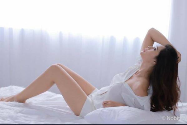 Bỏng mắt với bộ ảnh nội y sexy của bạn gái cũ Trọng Đại
