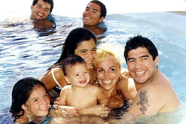 Diego Maradona có tổng cộng bao nhiêu người con?