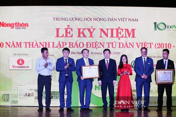 10 tập thể, cá nhân Báo điện tử Dân Việt được Bộ trưởng Bộ NNPTNT tặng bằng khen nhân kỉ niệm 10 năm thành lập