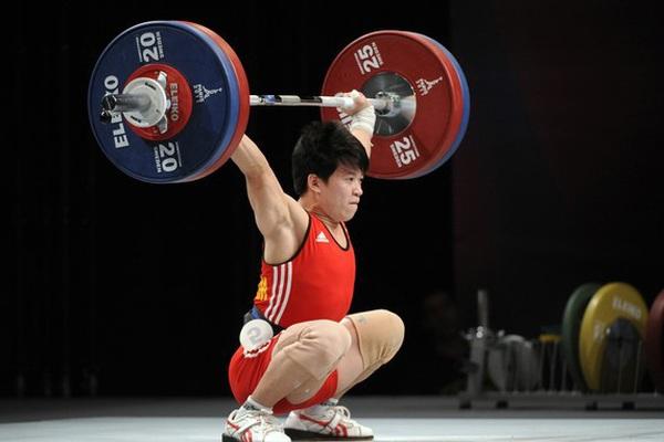 Cử tạ Việt Nam bất ngờ nhận HCĐ Olympic sau... 8 năm