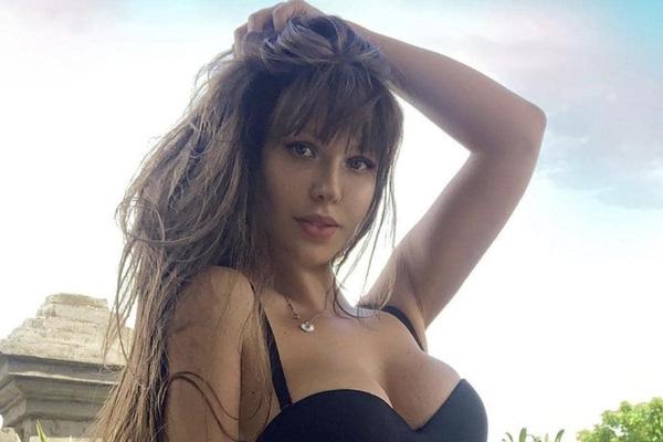 Siêu mẫu Playboy ủng hộ đội trưởng ĐT Nga làm điều tế nhị