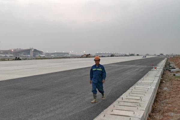 Hình ảnh đầu tiên về đường băng mới tại Nội Bài