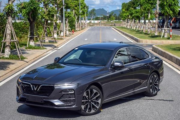 Xe VinFast Lux A2.0 giảm giá đặc biệt còn bao nhiêu?