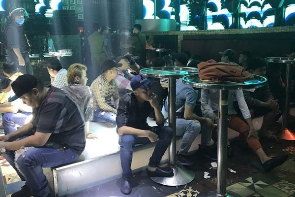 Kiểm tra bar trong đêm, phát hiện 64 người dương tính với ma túy