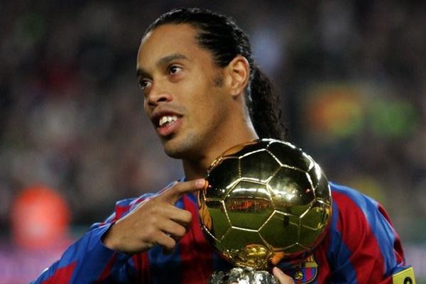 Clip: Những pha bóng siêu đẳng, đưa Ronaldinho đến với QBV 2006