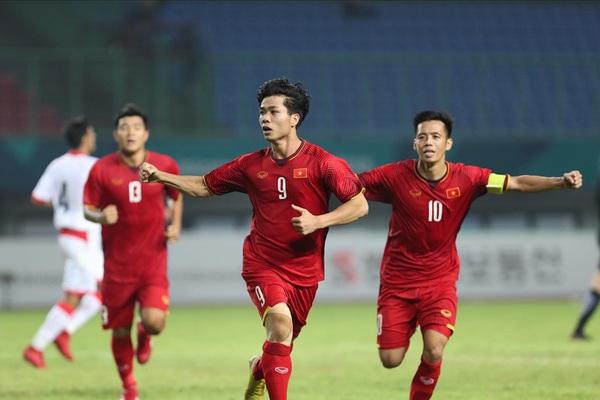"""Thầy Park gọi 8 tiền đạo, ĐT Việt Nam chơi với """"tam tấu"""" nào?"""