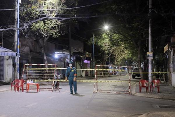Phong tỏa nhiều căn nhà ở Sài Gòn vì có người nhiễm COVID-19