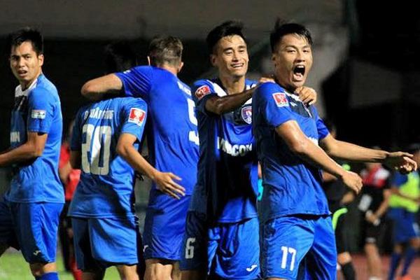 Tin tối (2/12): Top 4 V.League - Quảng Ninh trên bờ vực phá sản