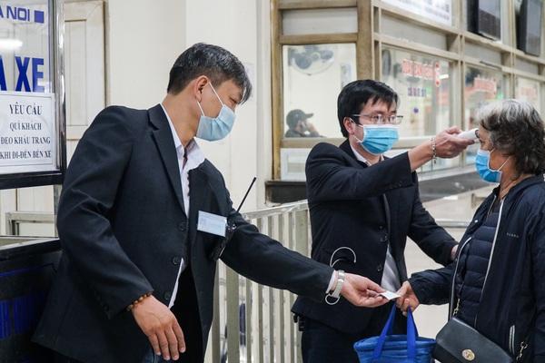 Lo ngại dịch Covid-19 trở lại, các bến xe khách tăng cường nhiều biện pháp phòng dịch