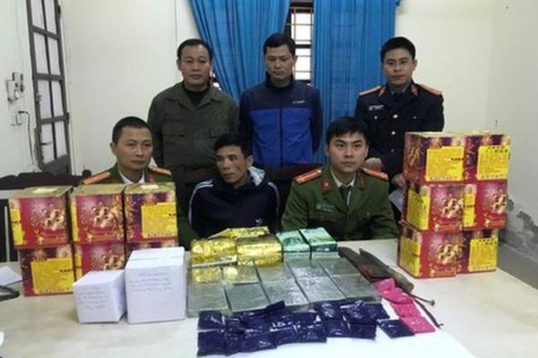 Mật phục bắt giữ hai anh em họ cùng 11 bánh heroin, dùng dao chống trả lực lượng chức năng