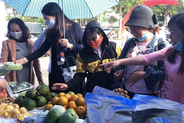 Gia Lai: La liệt đặc sản ngon, lạ mắt ở phiên chợ nông sản an toàn lớn nhất năm 2020