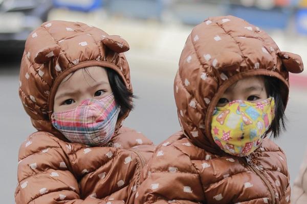 Người Hà Nội trong đợt gió lạnh nhất từ đầu mùa