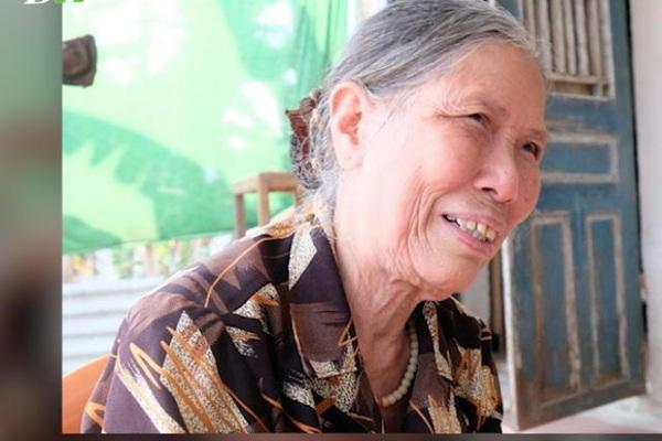 Xúc động với chia sẻ của cụ bà 78 tuổi đạp xe lên xã ủng hộ tiền chống Covid