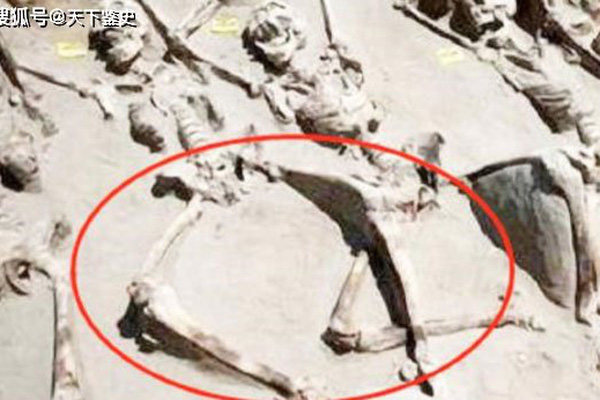Vì sao phi tần bị chôn sống cùng Tần Thủy Hoàng đều không khép chân?