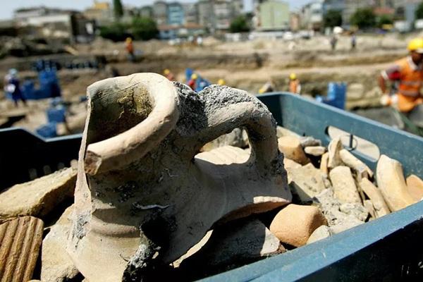 Phát hiện bình cổ 2.000 năm tuổi trong ngôi mộ cổ Trung Quốc chứa chất lỏng kỳ lạ