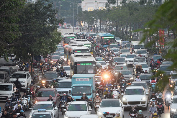Bộ GTVT quyết giữ quy định người dân bật đèn xe vào ban ngày